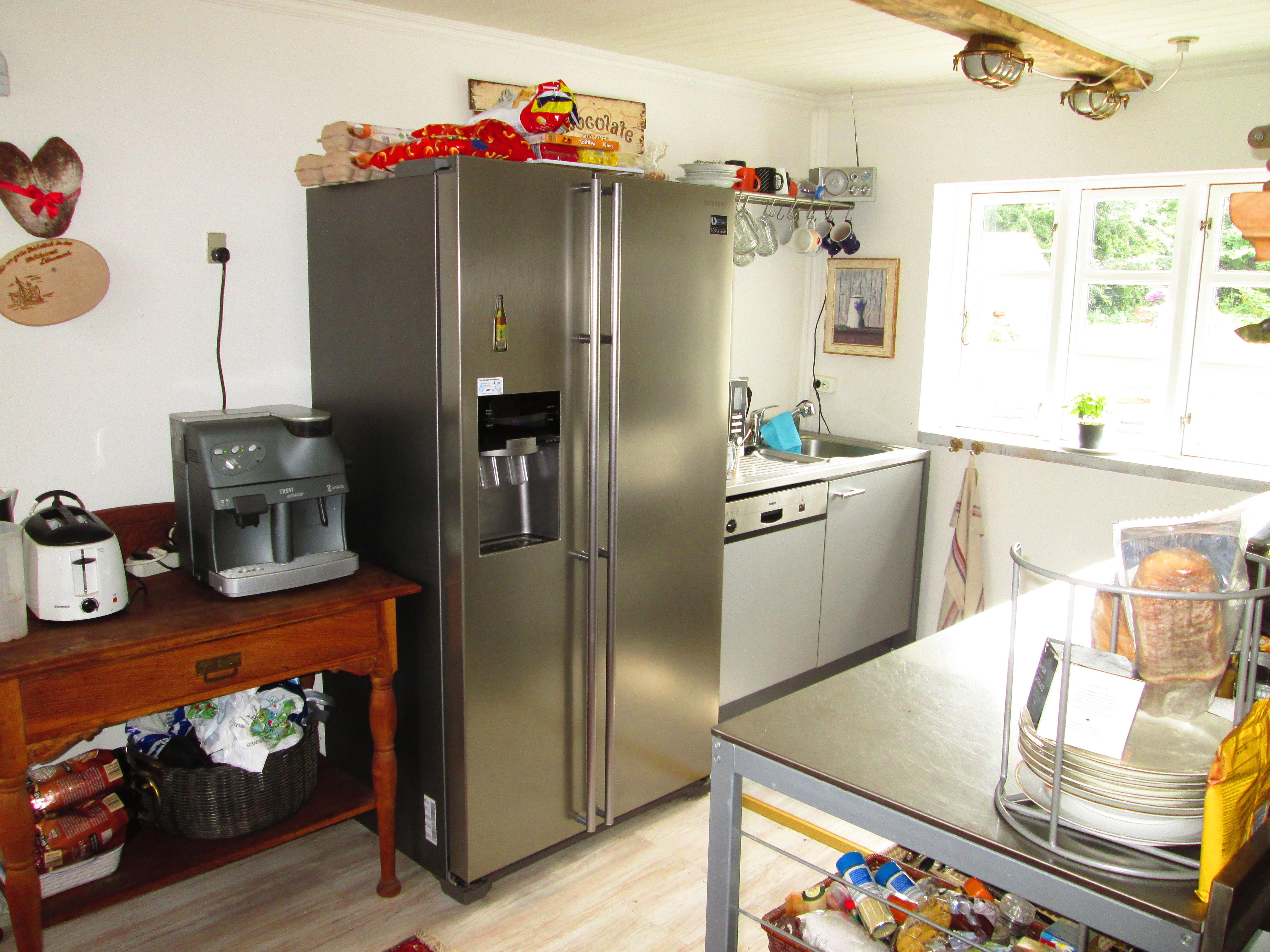 Beautiful kuche mit amerikanischem kuhlschrank ideas for Amerikanischer kühlschrank